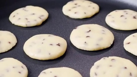 爱吃饼干记得要学会,一个平底锅就能驾驭,咬一口酥掉渣