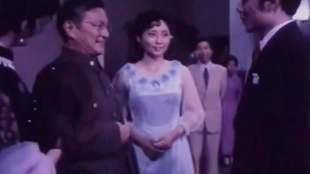战士救下军统家的女儿,表示感谢的场面真是壮观