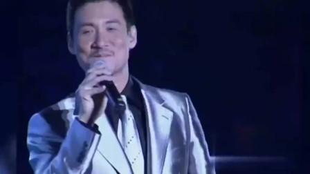 张学友现场演唱《想和你去吹吹风》观众尖叫不断,不愧是歌神