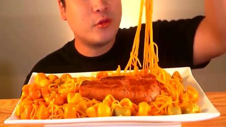 韩国大胃王胖哥:试吃意大利面和火腿,吧唧吧唧吃的好过瘾!