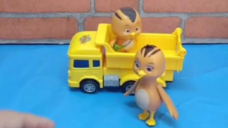 萌鸡小队开车玩去喽怎么多出了四个鸡宝宝呢鸡妈妈一眼就认出谁是真的