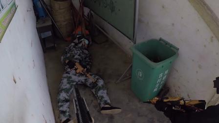 真人版吃鸡:敌人躲楼梯间搞偷袭,被广东仔拜佛一枪给干掉了!