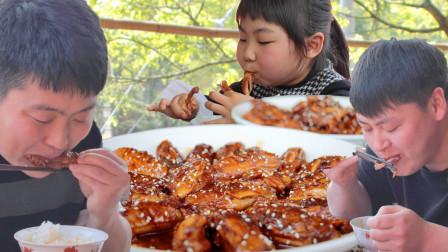 """农村小哥买35个鸡翅,做两盘""""可乐鸡翅"""",1次5斤5岁侄女儿吃过瘾了"""
