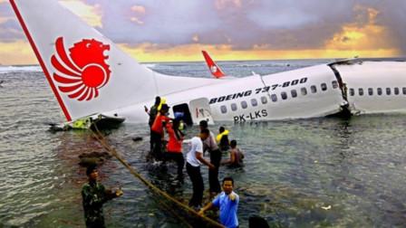 机长为啥宁外坠毁,也不让乘客自己跳伞?看完后让跳伞也不跳了