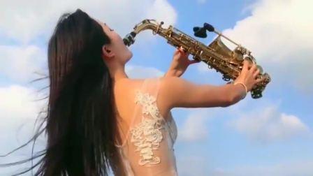 美女萨克斯独奏一首《你的样子》,技术一流,太有实力了