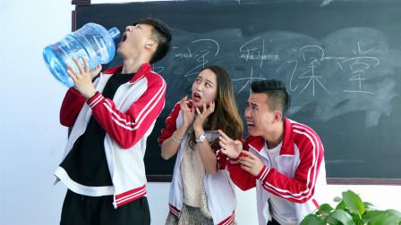 考试内容是喝柠檬水,学霸太能喝,学渣只能考0分