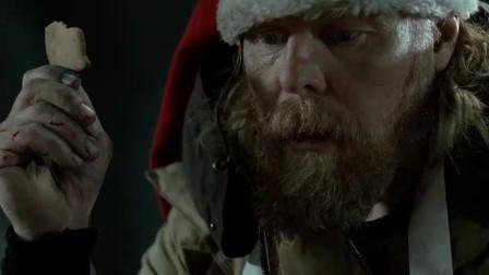 老头掉进陷阱后昏迷不醒,男子在一旁吃饼干,不料对方突然扑上来咬自己