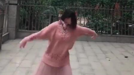 这小姐姐太牛了,怀着孕还敢这样跳舞,你的孩子咋办?
