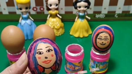 白雪和贝尔比赛给鸡蛋画画,画的好有奖励,贝尔找安柏公主来帮忙!
