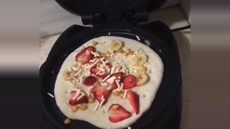 电饼铛就能做披萨,在家准备好食材广东小哥教你这样做,味道不比披萨店的差!