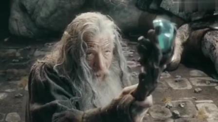 白胡子老爷爷用魔法都杀不了的巨人,居然被一枚金币给打死了