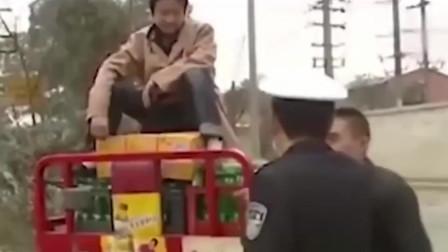 老司机当着警察的面演示腰马合一,结局尴尬了
