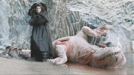 女王为了怀孕,吃下海怪的心脏,可生下的王子却异于常人!