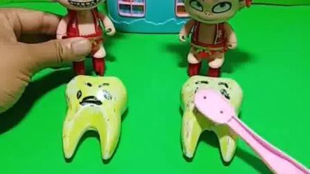 小哪吒长蛀牙了,都是吃糖的原因,小朋友们的牙齿健康吗?