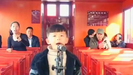 萌宝翻唱一首《大田后生仔》,自信的表情,唱得太投入了