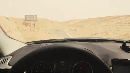 在沙漠看见这情况,请立马掉头及时离开,路随时能消失要无知者命