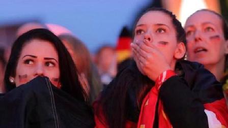 俄罗斯姑娘到巴基斯坦旅游,看到中国国旗后,举动让巴铁惊了!