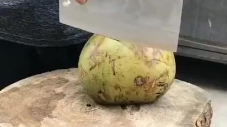 椰子花60块钱买的,就这样被老公几刀切了,还问我里面怎么没果肉!