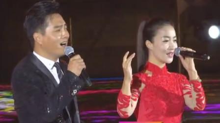 云飞和王二妮妹妹王小妮,合唱《一对对鸳鸯》,别有一番韵味!