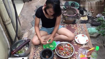 农村美女烹调乡村美食,今天做了道圣女果拌花甲,味道特别鲜甜!