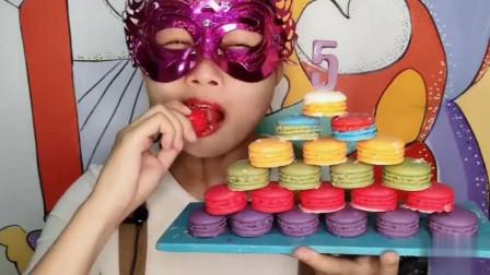 """小姐姐吃""""数字马卡龙巧克力""""迷你可爱似蛋糕,入口即化超赞"""