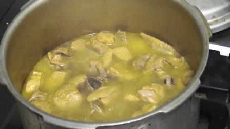 香菇炖土鸡学会这样做,鸡肉滑嫩不柴,鸡汤鲜香有营养