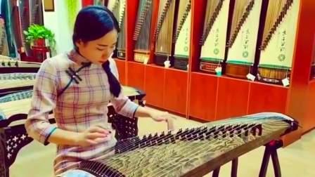 小姐姐古筝弹奏一首《女儿情》,琴声悠扬悦耳,无限循环