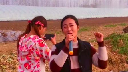 小媳妇翻唱超火的《桥边姑娘》,唱出了很多人,理想中的姑娘