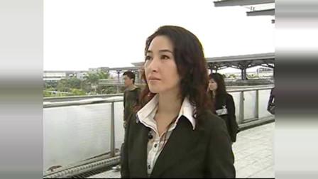关咏荷《同事三分亲》里的职场穿搭,女神一直保养的极好!
