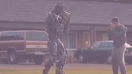 垃圾场捡来的机器人击败了职业选手,这波操作我给满分!