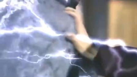 这是什么武功, 掌法之中带有雷电之力, 差点跟风神腿打成平手