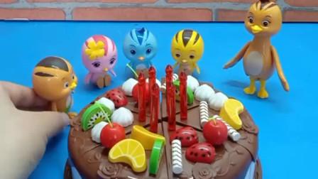 小鸡们给妈妈做了生日蛋糕,鸡妈妈好感动,许愿她的孩子可以健康成长