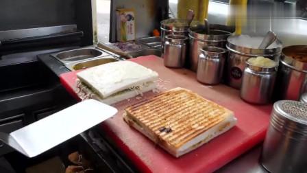 印度人吃吐司还挺挑剔,为了保证口感,吐司边还得锯掉