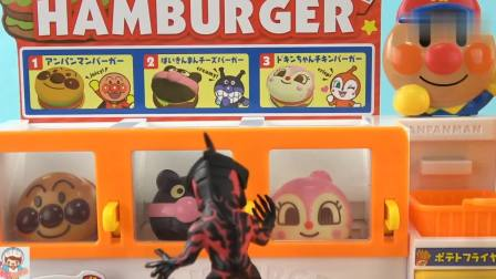《玩具益趣园》贝利亚在汉堡店买了什么呢,原来是芝士汉堡