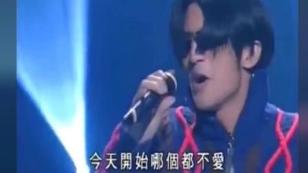谢霆锋得奖后唱歌,到最后却没法唱下去,一再向歌迷道歉