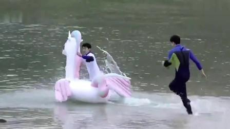 王源节目下海浮潜,玩的好开心,太久没见源源这样的笑容了!