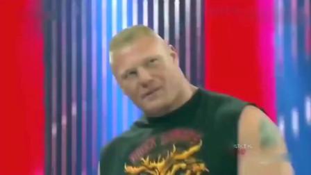 WWE布洛克不仅拒绝大秀哥的握手,还把他暴揍一顿,太蛮横了