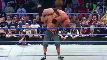 WWE布洛克竭力战胜天灾,面对约翰塞纳的袭击他付出惨重代价