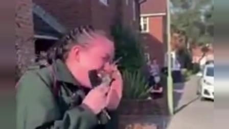 英国一名护士出门上班,却看到这样的一幕,泪崩!