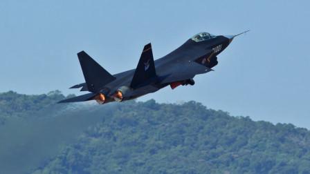 美国飞行员:歼31抄袭美国F35,军事专家尹卓强硬回怼:太无知