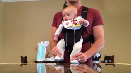 妈妈不在家,爸爸带着宝宝跳舞,宝宝一脸懵圈:我是谁,我在哪