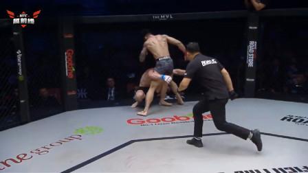 悍将近身肉搏头撞破脸,怼笼角铁拳逆袭砸晕大块头KO获胜!