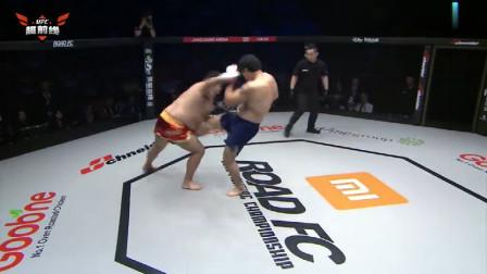 直接猛踹敏感部位,蒙古巨汉也被踢得痛不欲生,发出阵阵哀嚎!