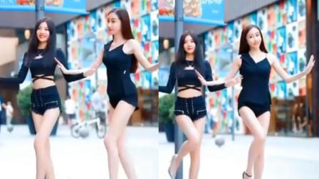 街拍:两位热情似火的美女,跳起舞来让人心动