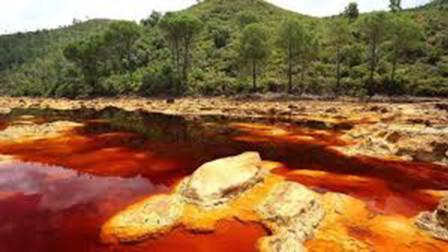 西班牙红酒河,红色河水堪比硫酸,轻松溶解金属