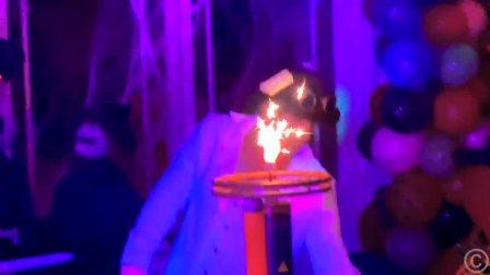 萌娃小可爱来观看表演魔术,好神奇啊,萌娃:好大的蛋糕啊
