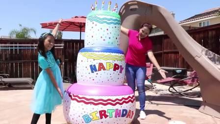 萌娃小可爱有一个巨大的蛋糕,小家伙们一起来吃吧,萌娃:快吹蜡烛!