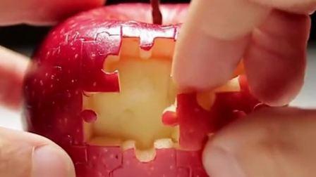 第一次看见这样吃苹果的方式,硬是把果肉玩出了积木的感觉,太有仪式感了!
