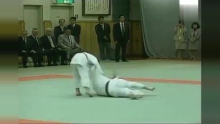 3.普京大帝被小女孩過肩摔。