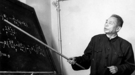 他19岁出国留学,期间担任爱因斯坦助手,回国后却去扫厕所